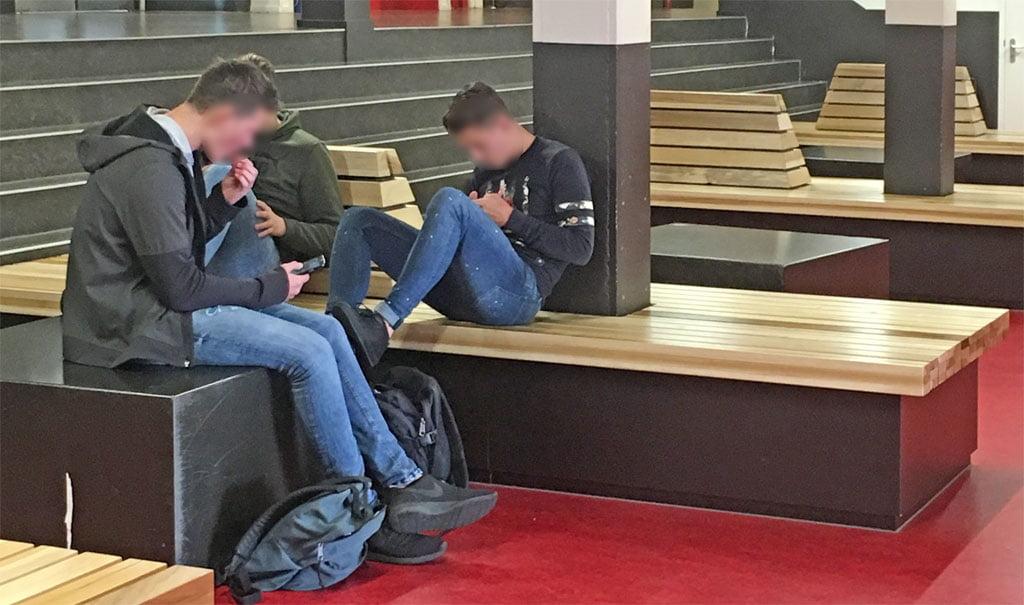 Duurzame onderwijsinrichting; Verblijfsmeubilair voor het Bonhoeffer College in Enschede