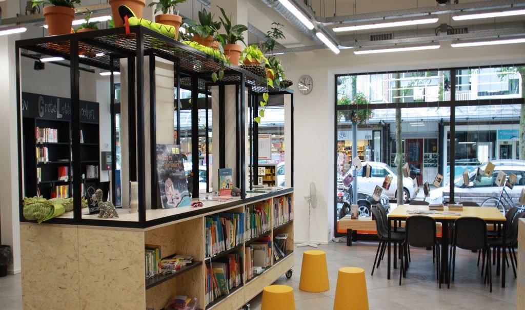 Inrichting Bibliotheek Schiebroek in lokale winkelstraat Rotterdam