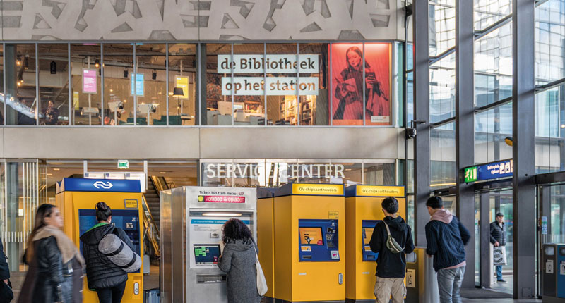 Bibliotheek op het station Rotterdam Centraal
